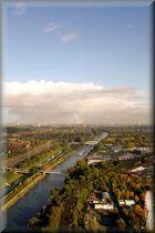 Ein Blick über das Ruhrgebiet und den Rhein-Herne-Kanal