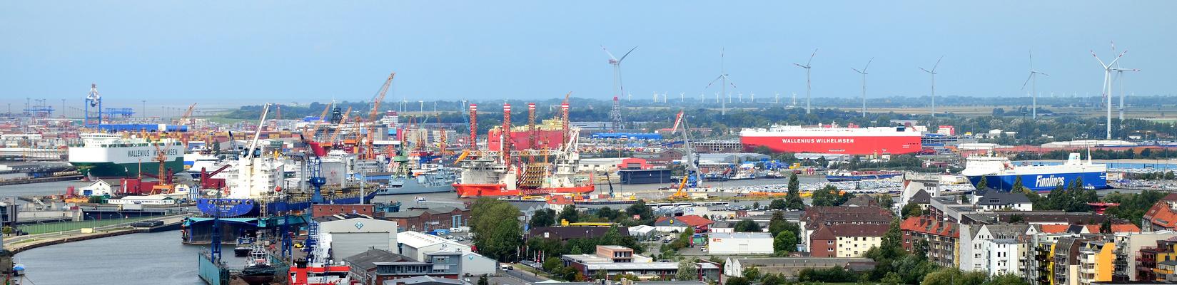 --- Ein Blick über den Hafen..............---