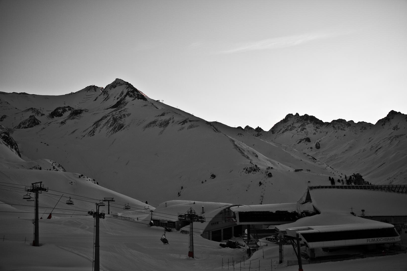 Ein Blick von der Idalp in Ischgl auf einen Skilift
