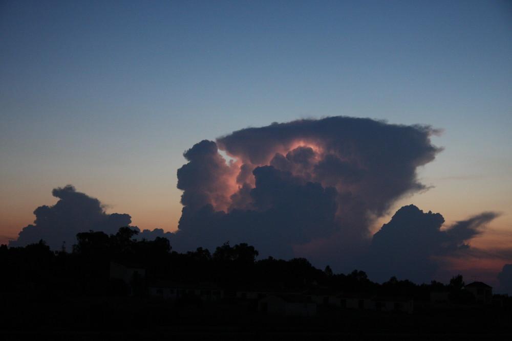 Ein Blitz in Wolke
