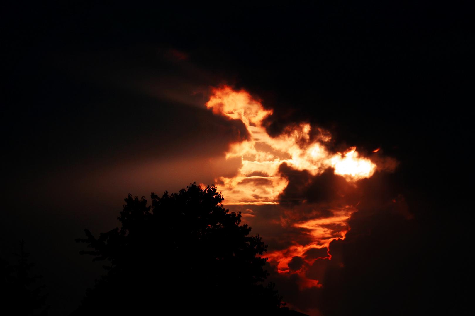 Ein brennender Sonnenuntergang