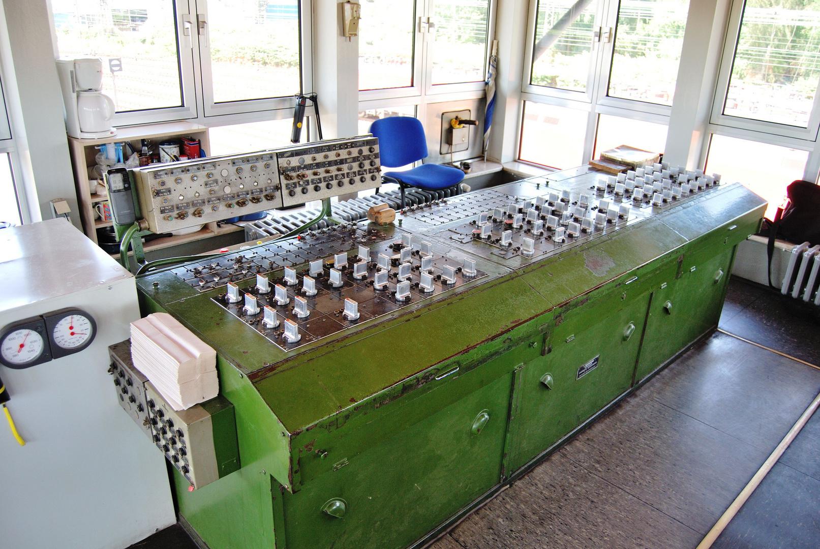 ein DR 42 Stellpult in Oberhausen West (Stellwerk 2)