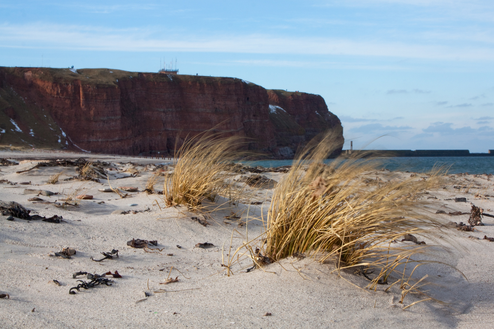 ein eisiger Wind fegt über den Strand