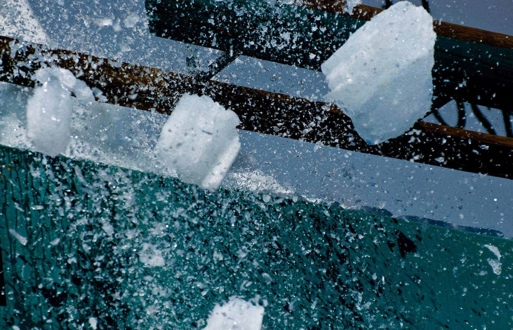 Ein Eiszapfen fällt.......