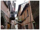 Ein enges gasserl in italien (perspektive etwas verzogen aber im gehen gehts eben nicht anders)