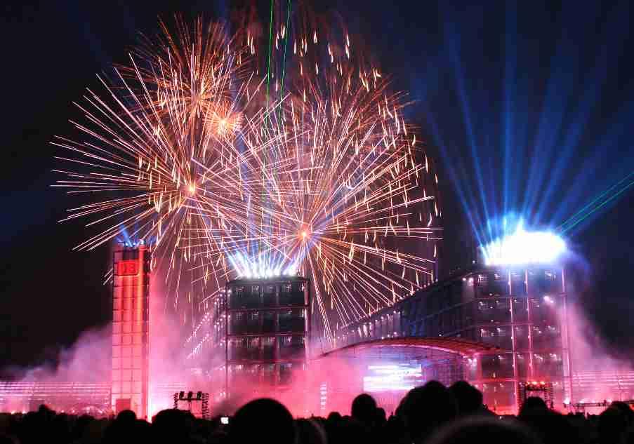 Ein Feuerwerk zur Eröffnung