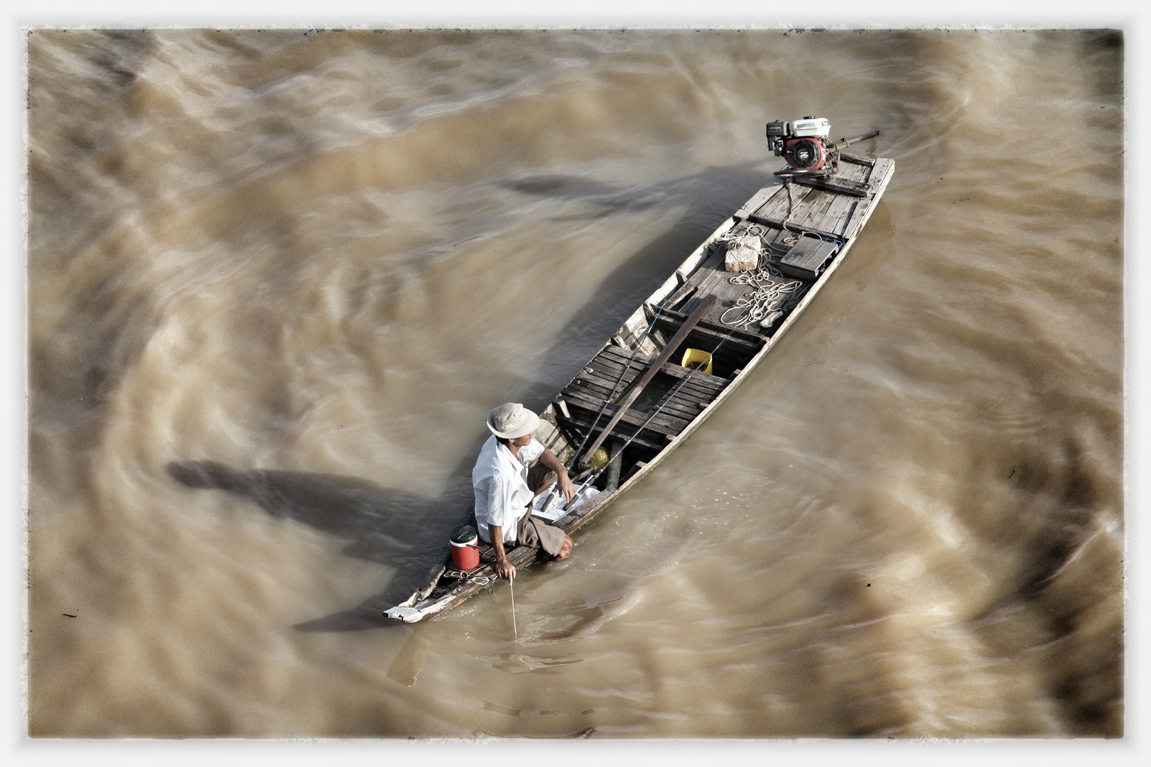 Ein Fischer in seinem Boot