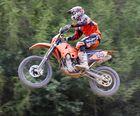 Ein fliegendes Crossbike
