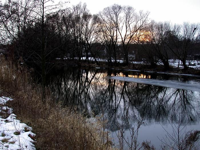 Ein Fluß im Abendlicht