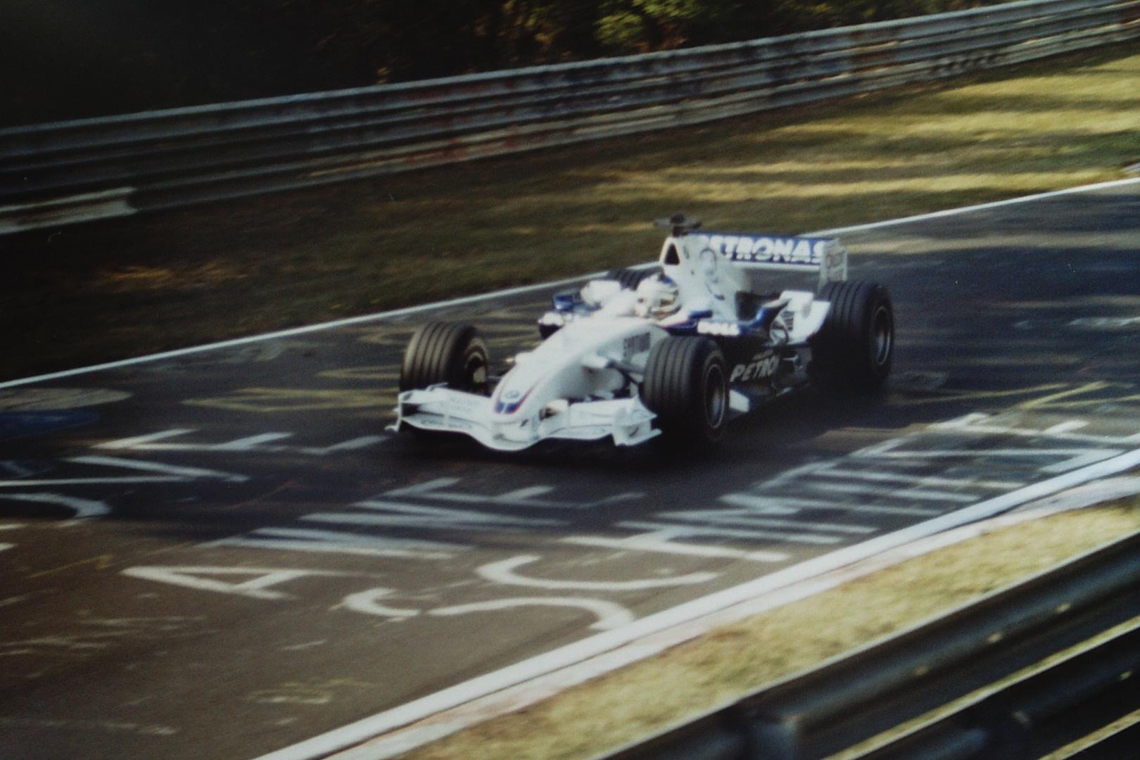 Ein Formel 1 Rennwagen auf der Nordschleife .....