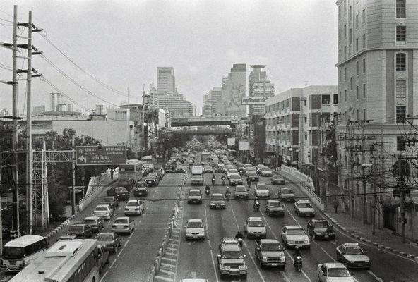 ein foto von einem highway aus geschossen.