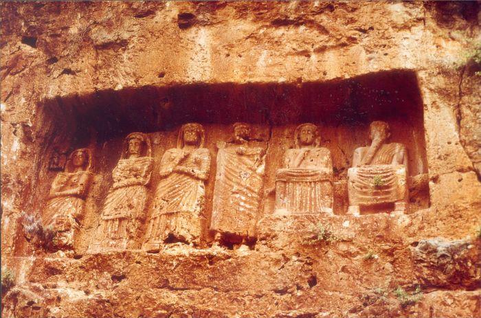 Ein Fototermin von einer römischen Familie in Kanlidivane (KORYKOS)