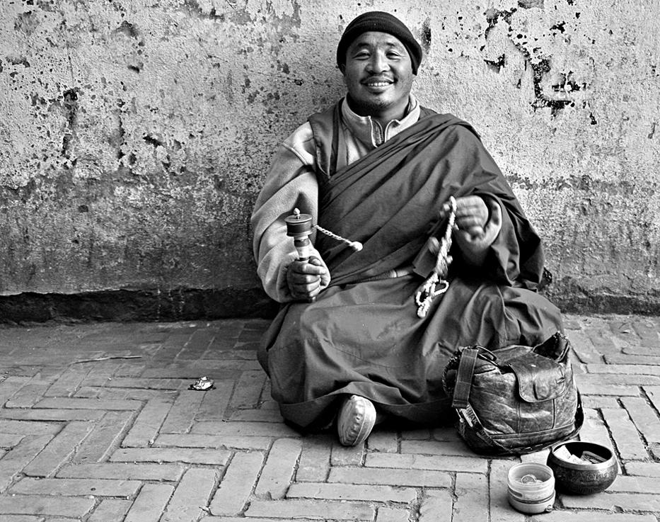 Ein freundlicher tibetischer Mönch