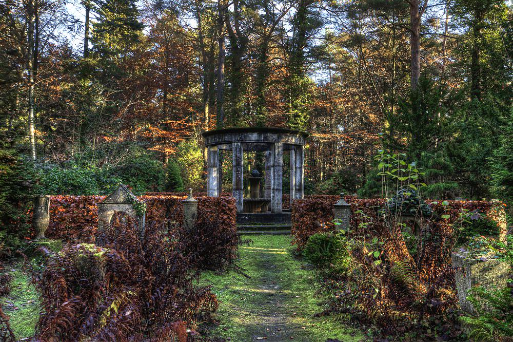 Ein Friedhof im Herbst / HDR