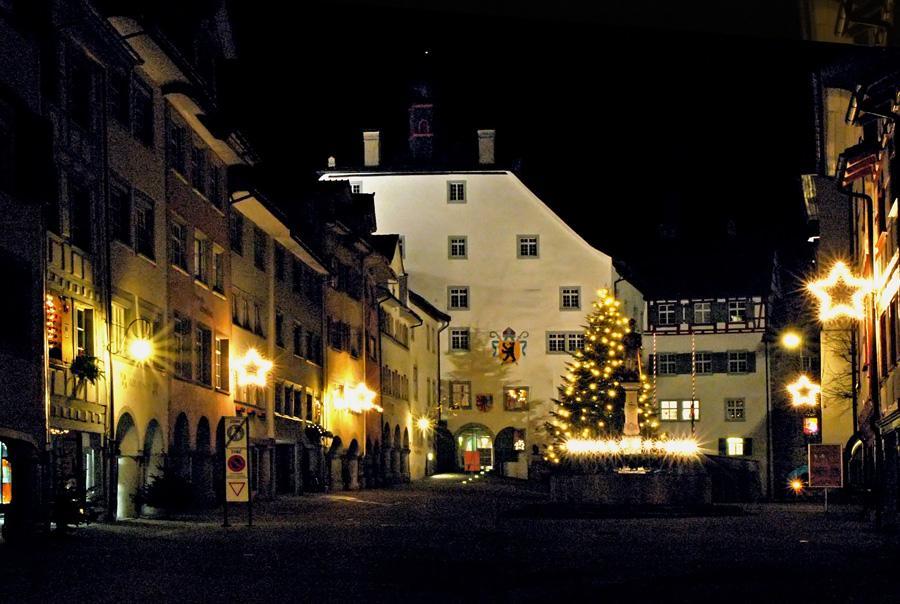 Ein frohes Weihnachtsfest und ein gesundes und glückliches neues Jahr