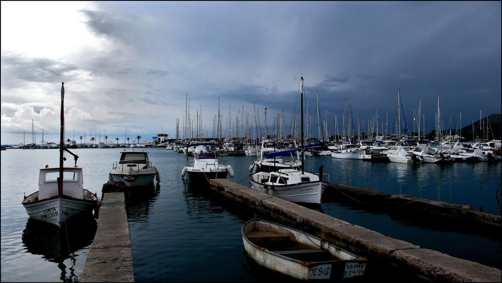 ein Gewitter nähert sich auf Port Alcudia