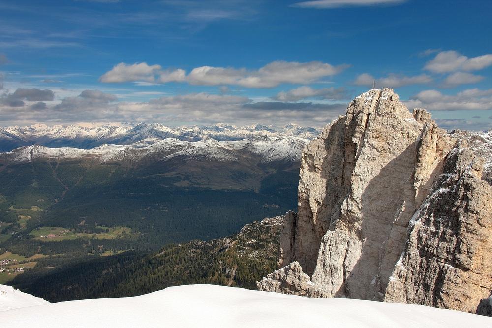 Ein große Felssturz am Einser erkennbar an der hellen Stelle unter dem Gipfelkreuz...