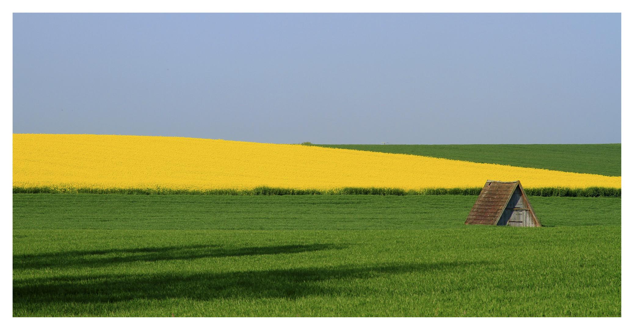 Ein Häuschen im Feld.....
