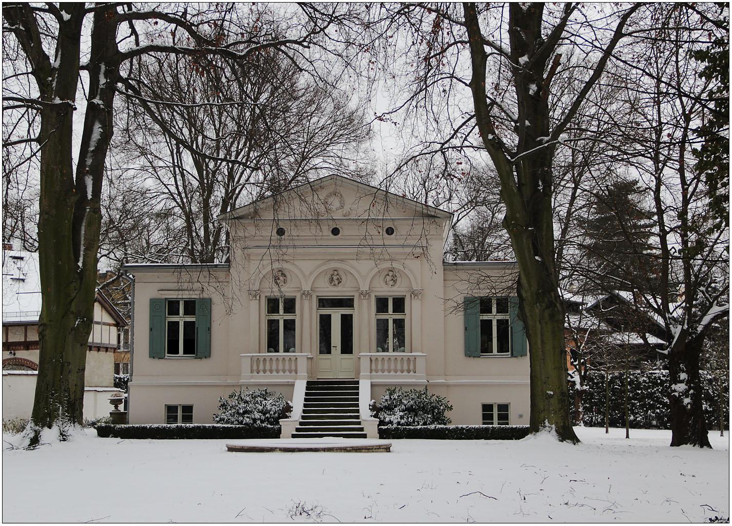 Ein Haus am See ...  (1)