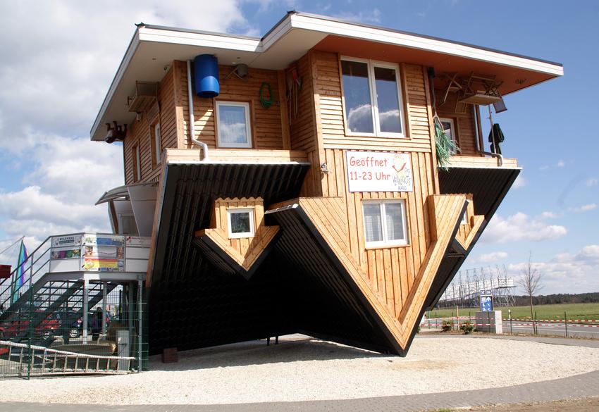 Ein Haus auf dem Kopf gebaut Bild1