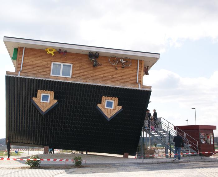 Ein Haus auf dem Kopf gebaut Bild2