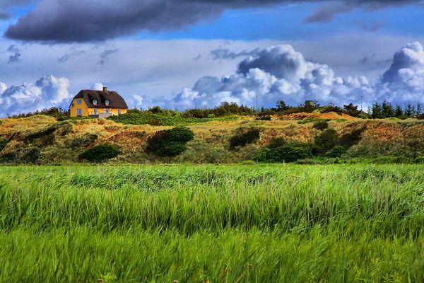 Ein Haus in der Landschaft