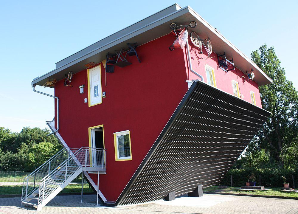 ein haus steht kopf foto bild deutschland europe mecklenburg vorpommern bilder. Black Bedroom Furniture Sets. Home Design Ideas