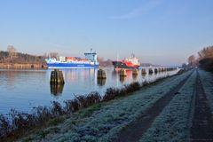 Ein kalter, sonniger Tag am Kanal....