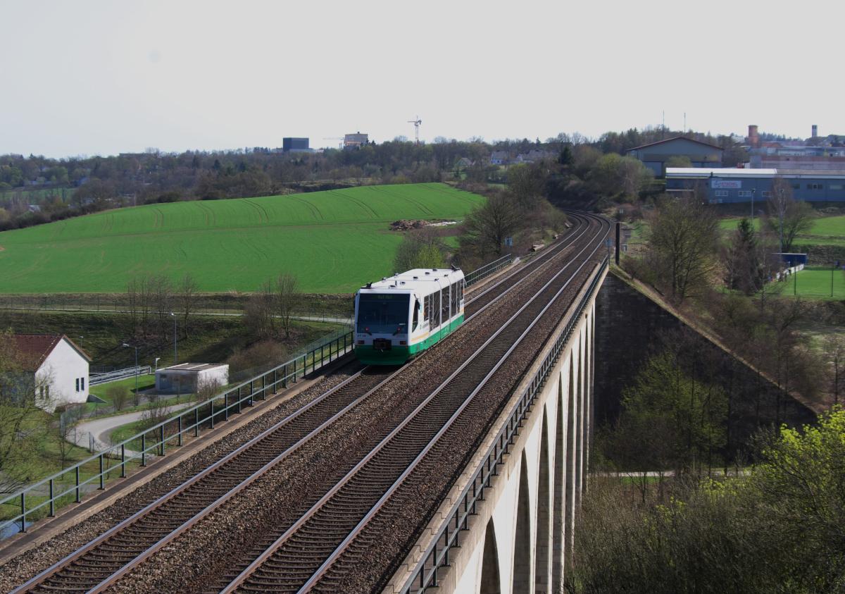 """Ein """"Kleiner"""" auf einem großen Viadukt"""