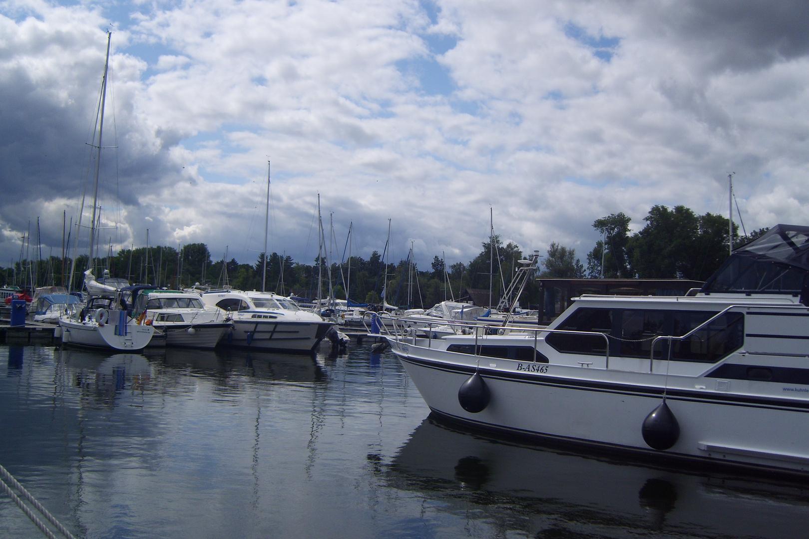 Ein  kleiner Hafen an der Müritz