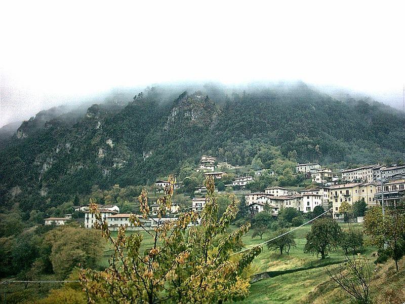 Ein kleiner Ort in den Bergen