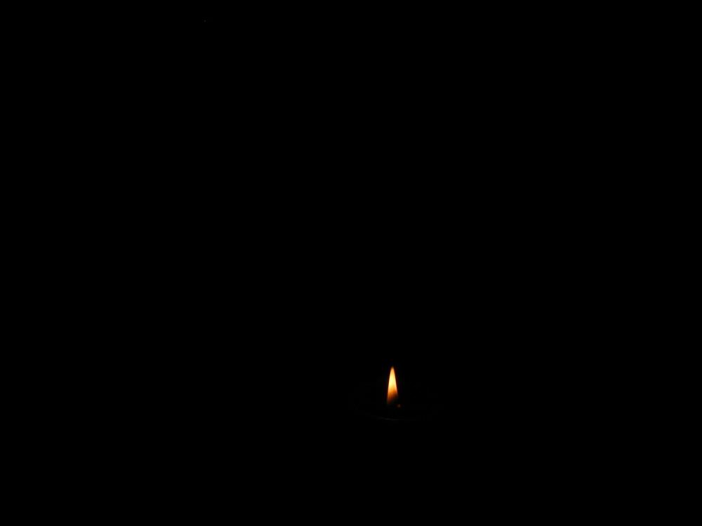 ein kleines licht im gro em dunkel foto bild fotokunst licht und feuer licht aus feuer. Black Bedroom Furniture Sets. Home Design Ideas