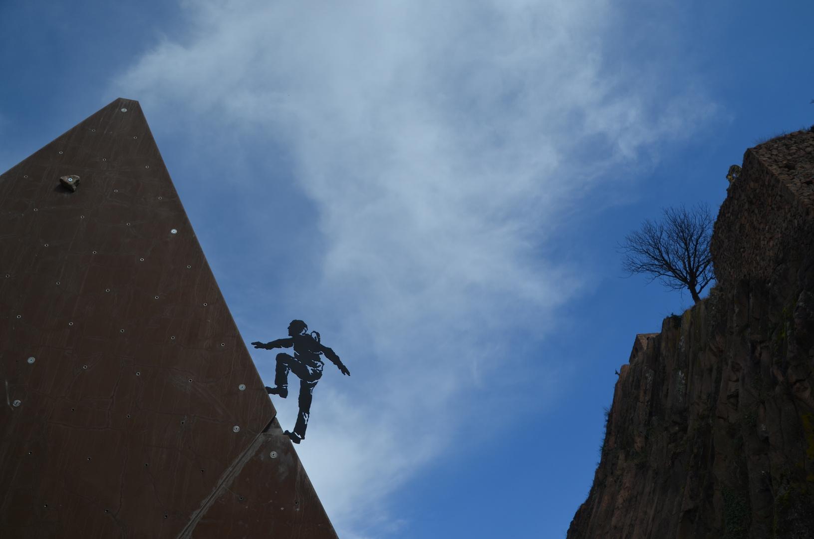 Ein Kletterer am Weg in den Himmel ;-)