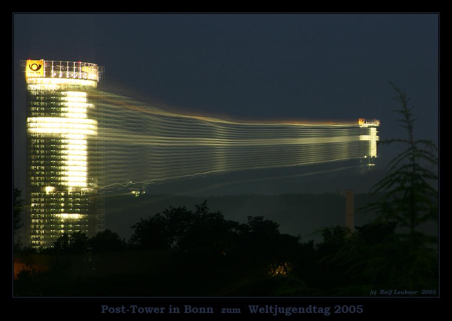 """""""Ein Kreuz auf dem Weg"""" - - - Weltjugendtag 2005 --- Post-Tower in Bonn #002"""