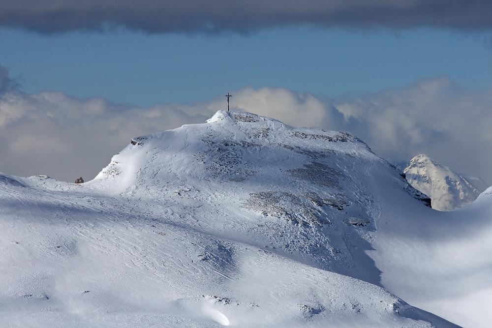 Ein Kreuz im Gebirge