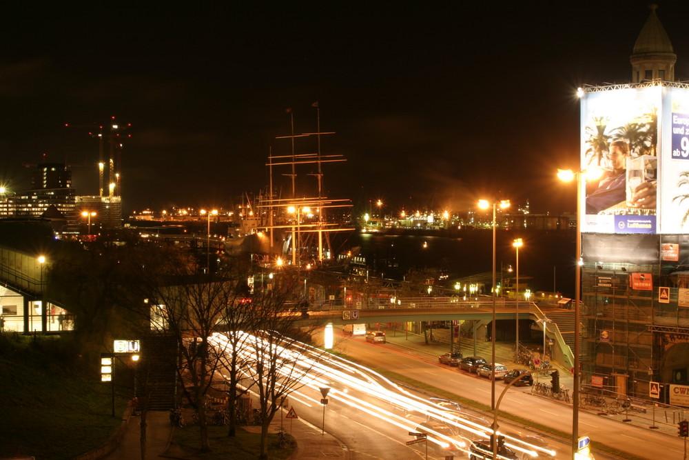 ein kurzer Blick zum Hafen...