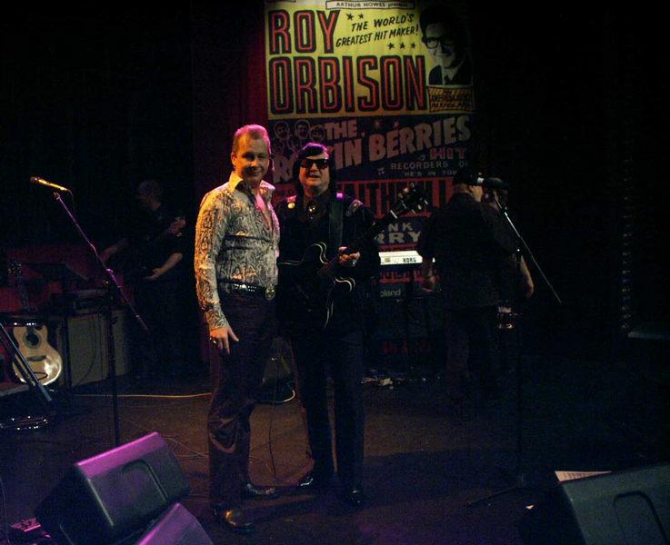 Ein Lächeln für den Fotografen von John Barron (Elvis)und Larry Branson(Roy Orbison)