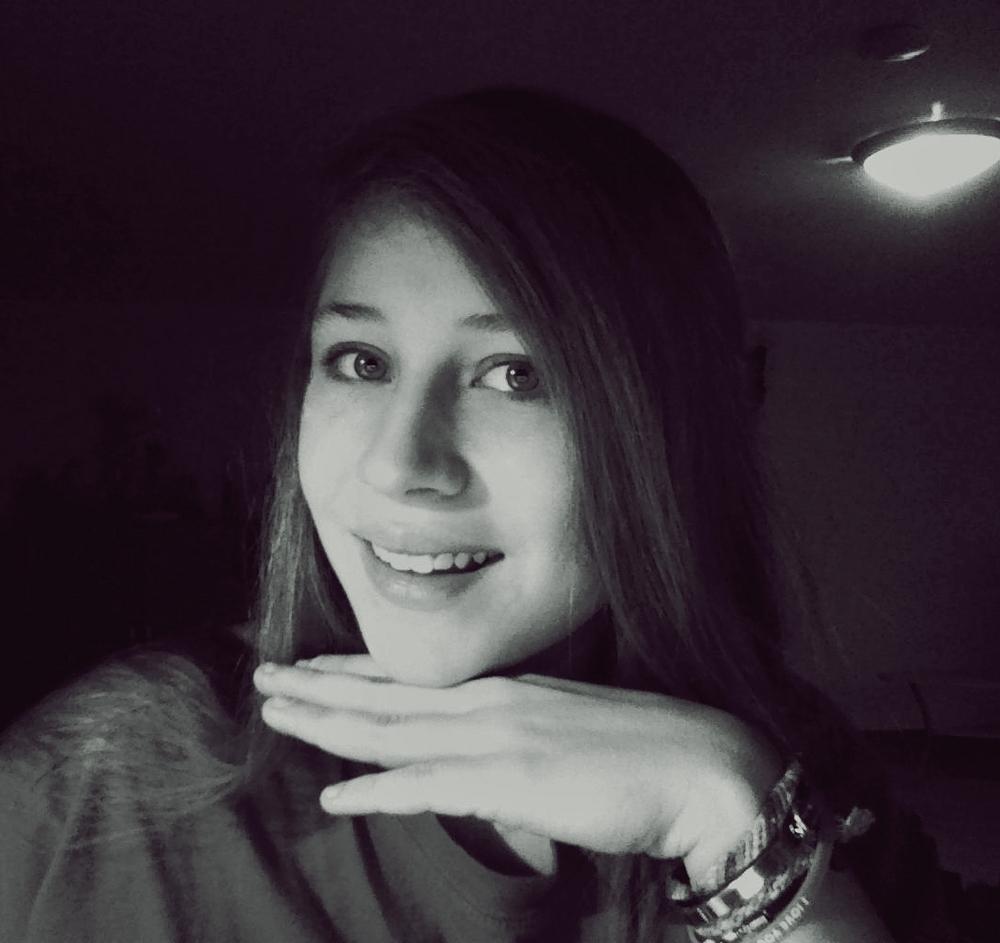 Ein Lächeln ist das wertvollste Geschenk, das ein Mensch dir machen kann :)