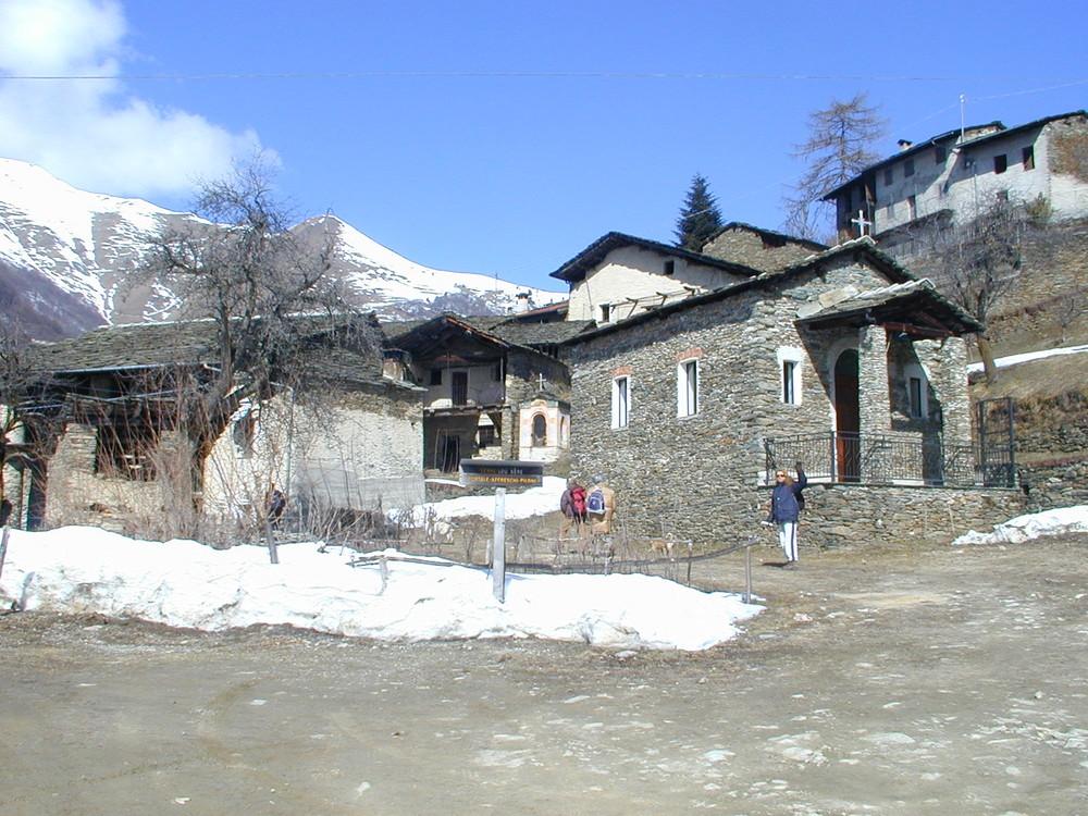 Ein leeres Bergdorf bei Dronero/Cuneo, Italien