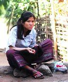 Ein Mädchen in einem Dorf am Mekong.