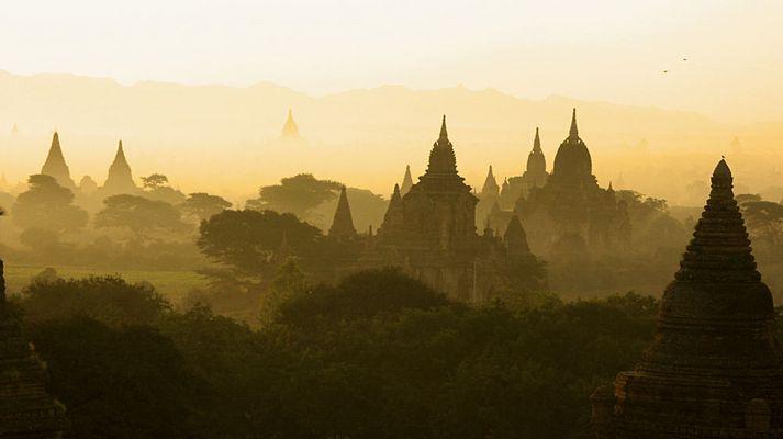Ein Morgen in Bagan V