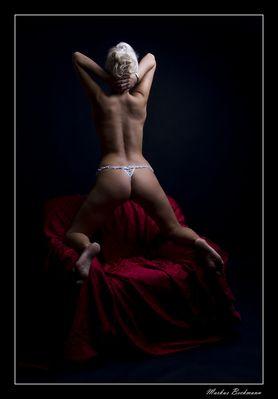 ... ein nackter Rücken kann auch entzücken ...