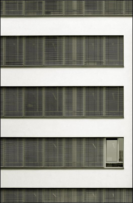 ] + = + ein paar Jalousien + 1 Fenster