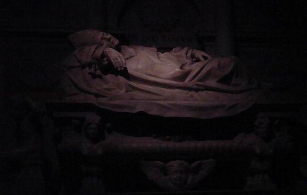 Ein Papst in heiliger Ruhestätte