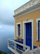 Ein Platz über dem Meer