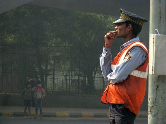 Ein Polizist in Neu-Delhi