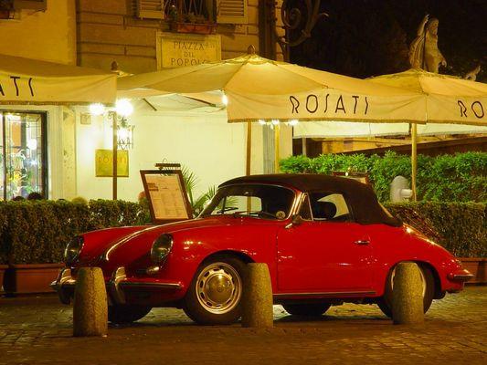 Ein Porsche in Rom