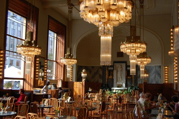 Ein prächtiges Cafe in Prag
