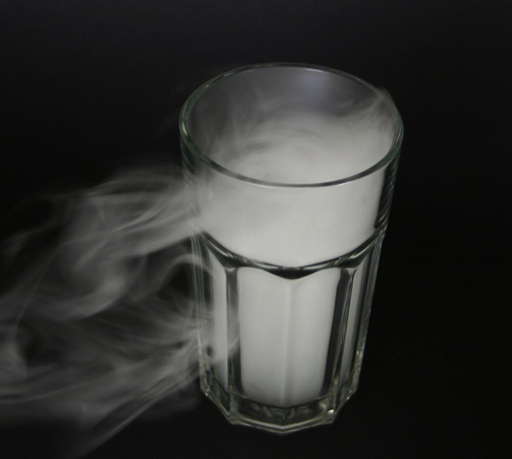 Ein rauchendes Glas