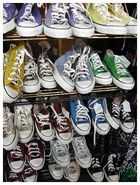 Ein Regal voller toller Schuhe